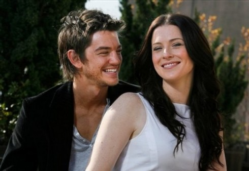 "Bridget Regan and Craig Horner fantasy series ""Legend of the Seeker"" pose in New York, Monday, Oct. 27, 2008.  (AP Photo/Seth Wenig)"