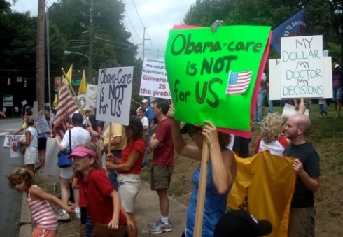 Protestors line route to TOTUS Town Hall in Raleigh July 29, 2009