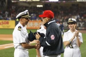 LPD-21 Skipper Curt Jones and Yankees Manager Joe Girardi swap team ballcaps.