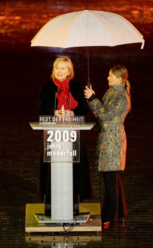 091109_ClintonBerlinWallSpeech525