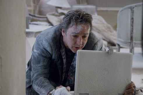 John Cusack is Mike Enslin in Mikael HŒfstršm's 1408.
